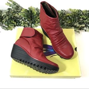 New In Box FLY London Yegi Leather Ankle Boots